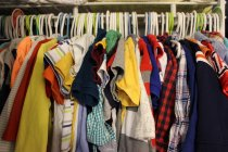 szafa z ubraniami
