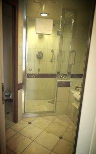 prysznic przed basenem