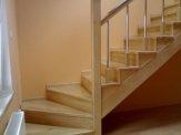 przykład schodów drewnianych